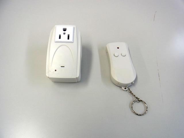 AC電源用ワイヤレスリモートコントローラーの写真です。
