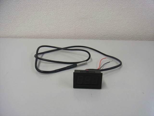 デジタル温度計パネルメーター 温度センサー付 緑(-55〜125℃ )の写真です。