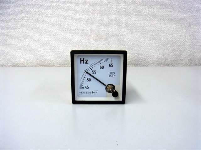 アナログ周波数計 パネルメーター HC-72(45Hz〜65Hz)の写真です。