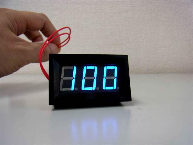 AC60V〜500V用 デジタル電圧計パネルメーターの写真です。