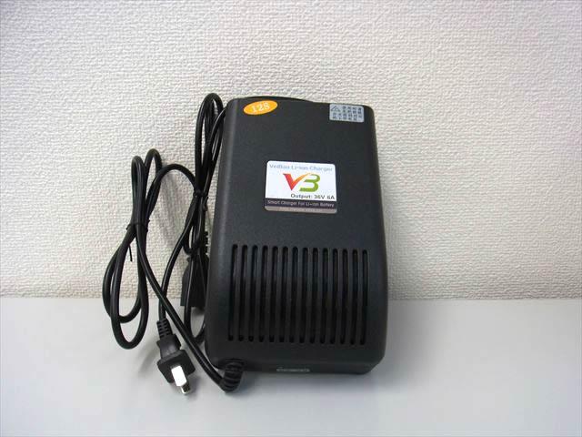 36V (43V) 110V/220V LFP LiFePO4 バッテリー充電器 6Aの写真です。