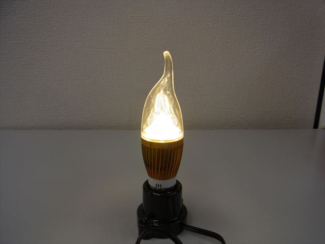 12V用 4W LEDキャンドルライト(暖白色)の写真です。