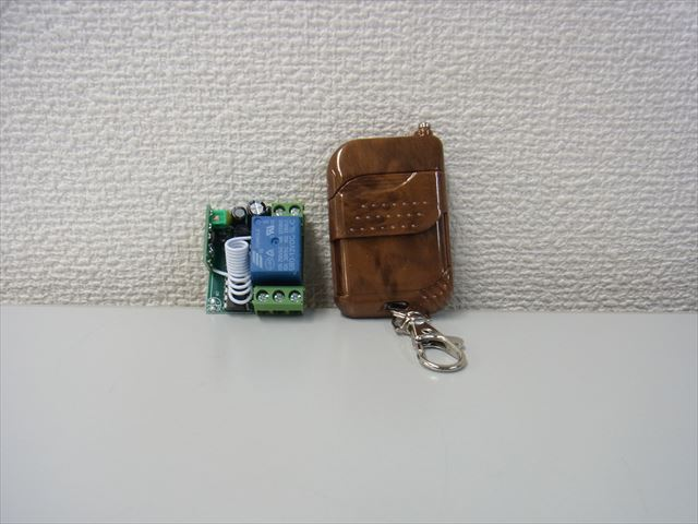 12V用ワイヤレスリモートコントローラー Receiver Momentary Switch 315MHZ の写真です。