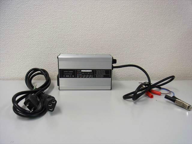 36V リン酸鉄リチウムイオンバッテリー充電器 GT-BC-3602(2.5A)の写真です。