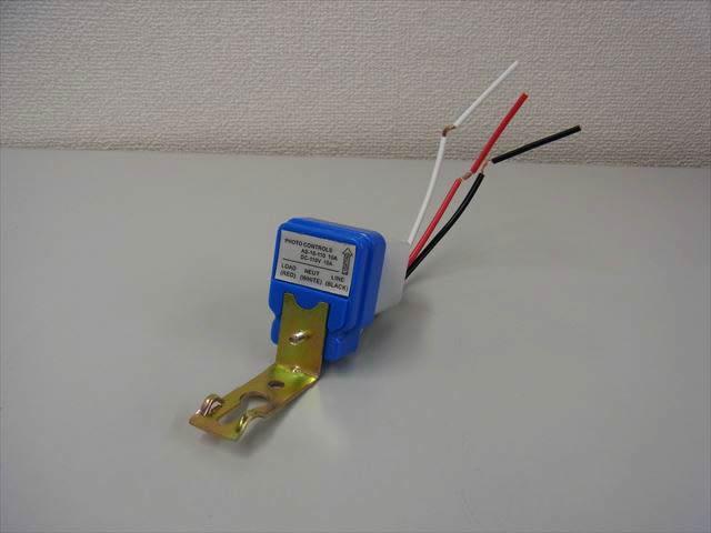 AC100V用 自動ON/OFF 昼夜検知ライトセンサースイッチコントローラーの写真です。