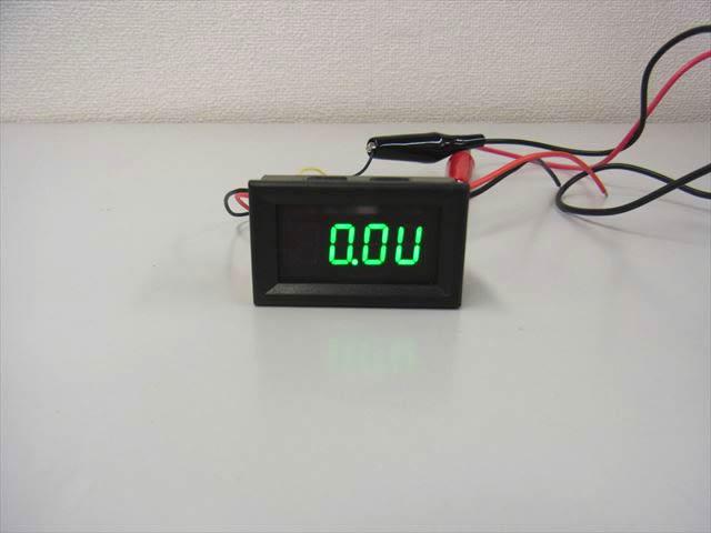 デジタル電圧計&電流計 パネルメーター(10A:DC0V-200V) ※緑・デュアルモード の写真です。
