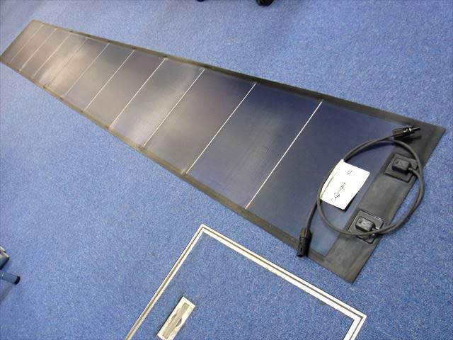 フレキシブルソーラーパネル Xunlight XLS11-72 72Wの写真です。