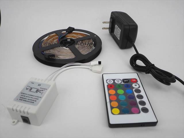 ACアダプター付き LEDテープライト 3528 RGB SMD 5メートルの写真です。