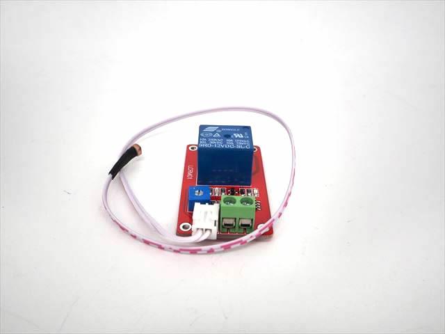 DC12V用 光センサーリレースイッチ R008Mの写真です。