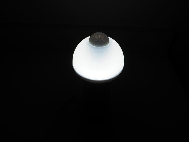AC100V用 モーションセンサー付 夜間照明LEDバルブライト ※Whiteの写真です。