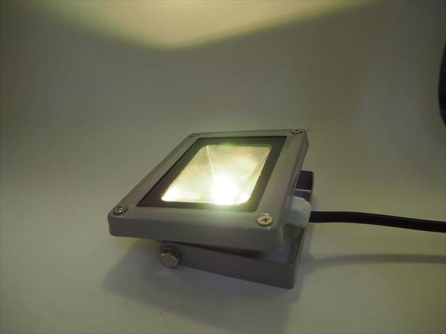 AC85V〜265V 10W 防水LEDライト ※Warm Whiteの写真です。