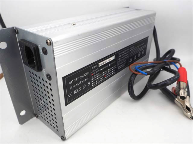 72V(87.6V) AC100V LiFePO4 バッテリー充電器 GT900WF(10A)の写真です。