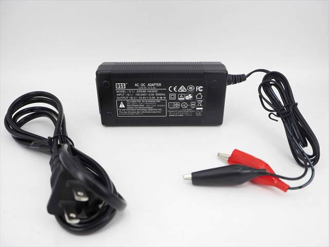 12V専用 バッテリー充電器 DSS-144300(3A)の写真です。
