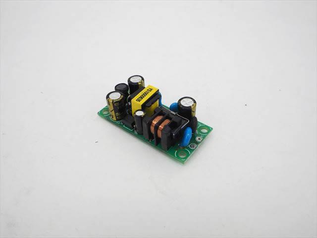 AC-DCステップダウンコンバーター(AC85V〜265V→DC12V) 6Wの写真です。