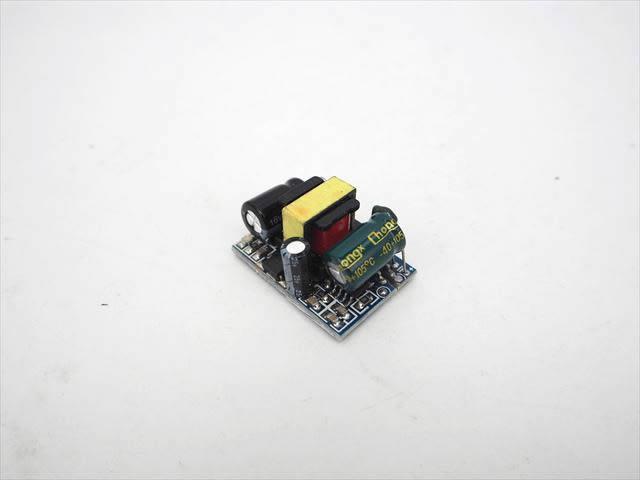 AC-DCステップダウンコンバーター(AC85V〜265V→DC5V) 3.5Wの写真です。