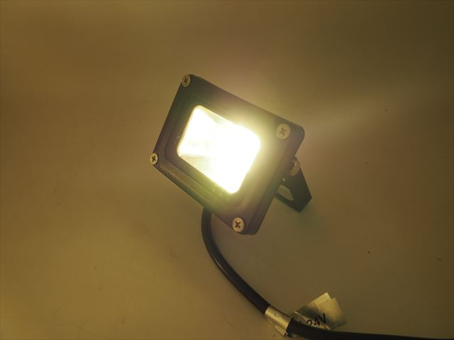 DC12V/24V用 10W ミニ防水LEDライト ※Warm Whiteの写真です。
