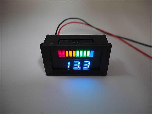 DC12V用 デジタル電圧計パネルメーター ※バッテリー残量ゲージ付きの写真です。