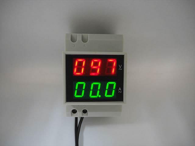 AC80V〜300V用 デジタル電圧計/電流計 D52-2042の写真です。