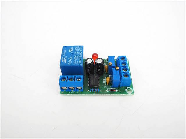 12Vバッテリー充電器専用 自動充電コントローラーモジュールの写真です。