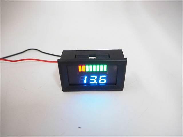 DC12V専用 デジタル電圧計パネルメーター ※バッテリー残量ゲージ付きの写真です。