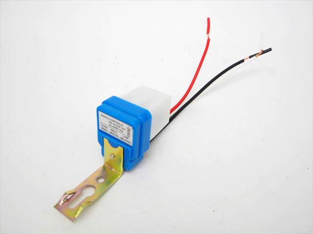 AC220V用 自動ON/OFF 昼夜検知ライトセンサースイッチコントローラーの写真です。
