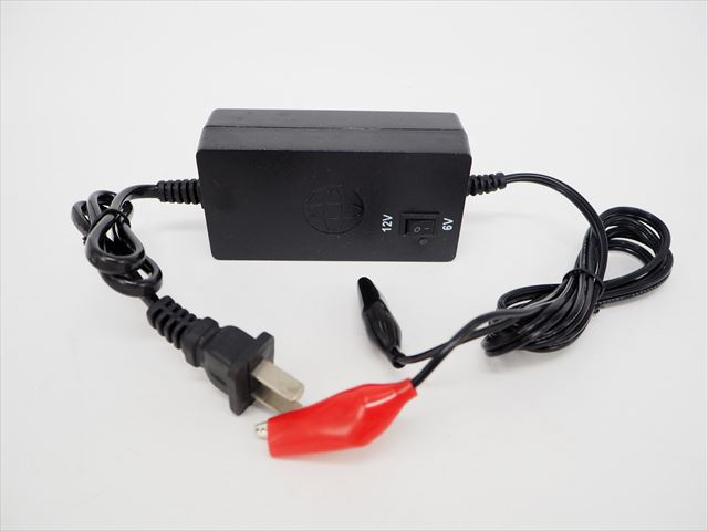 DC6V/12V用 バッテリー充電器 ONK-6or1220W(DC6V:2A/DC12V:1.5A)の写真です。
