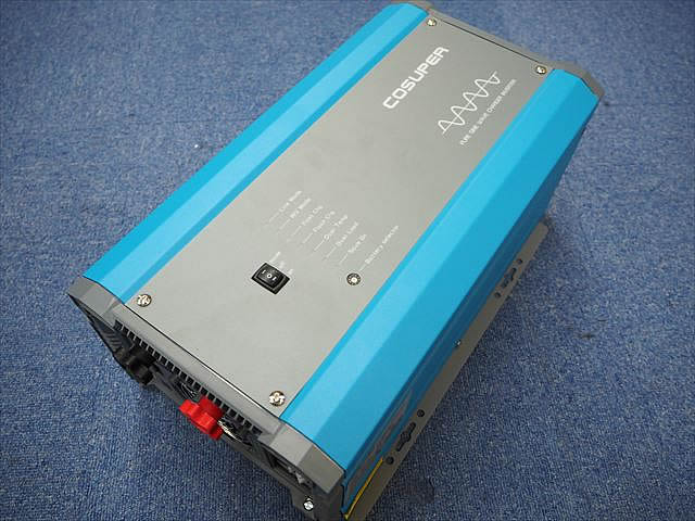転送スイッチ付き充電器内蔵正弦波インバーター CPT1000-124 Ver.1(24V)の写真です。