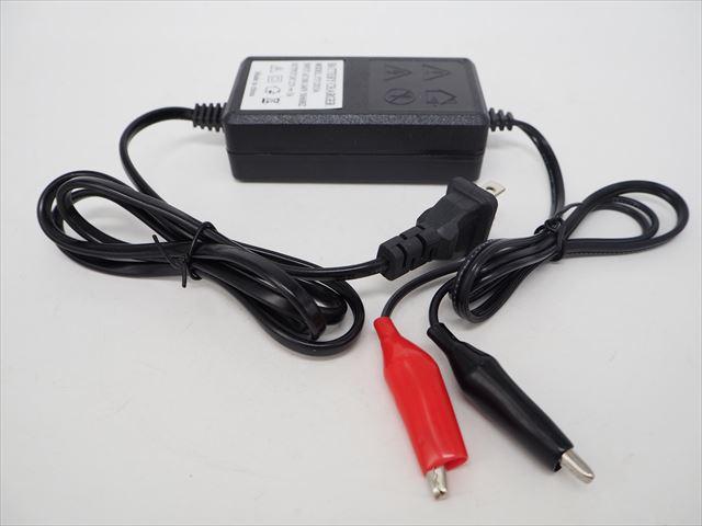12V専用 バッテリー充電器 YY1203A(3A)の写真です。