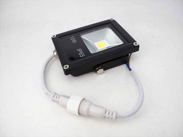 DC12V用 10W 防水LEDスポットライト 防水コネクタケーブル付 ※Natural Whiteの写真です。