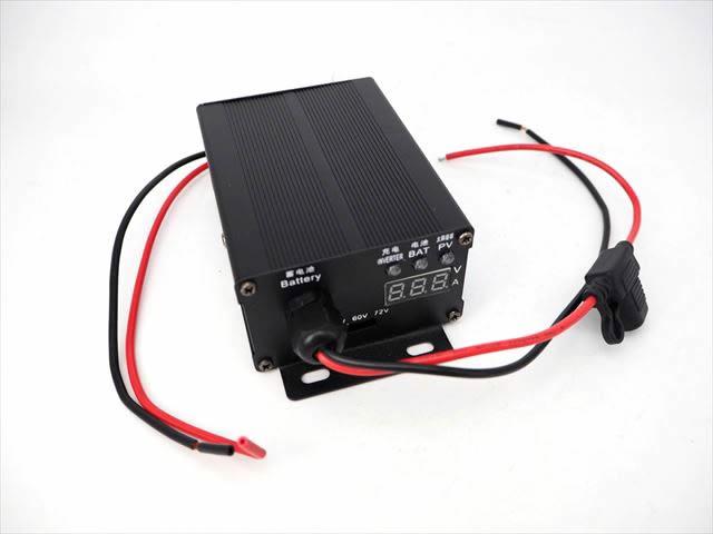 MPPTブーストアップチャージコントローラー SC300B(48V/60V/72V)10Aの写真です。