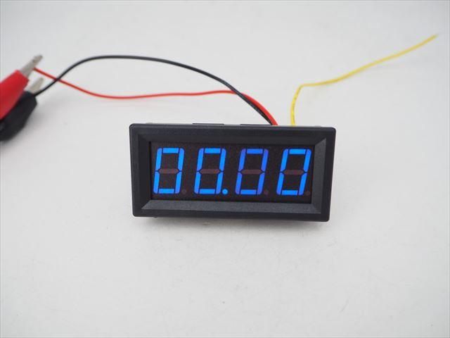 デジタル電圧計パネルメーター(DC0〜99.99V)青の写真です。