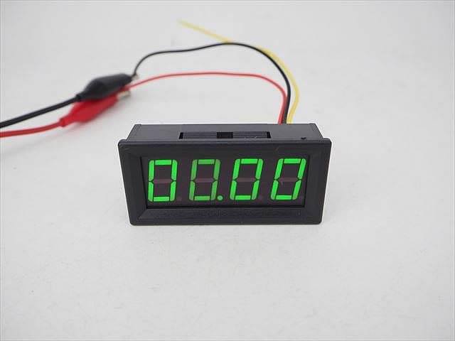 デジタル電圧計パネルメーター(DC0〜99.99V)緑の写真です。
