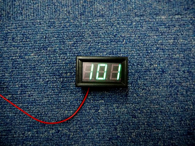 AC70V〜500V用 デジタル電圧計パネルメーター ※緑の写真です。