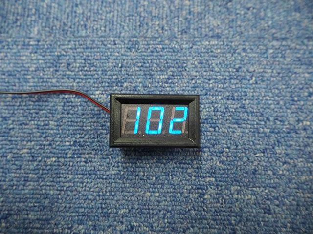 AC30V〜500V用 デジタル電圧計パネルメーター ※青の写真です。