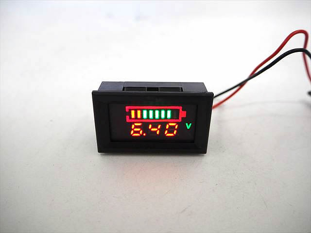 6V専用 デジタル電圧計/残量計 パネルメーターの写真です。