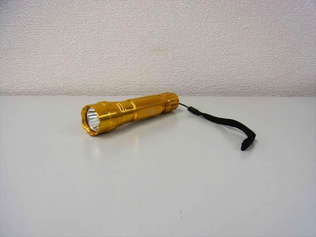 LED フラッシュライト WF-501B Cree XM-L2 1400LM(ゴールド)の写真です。