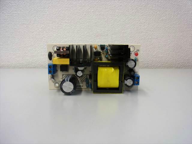 AC-DCステップダウンコンバーター(AC85〜265V→DC36V)の写真です。