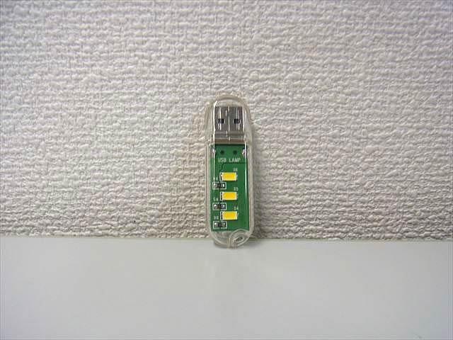 USB専用 ミニLEDライト ※Warm Whiteの写真です。