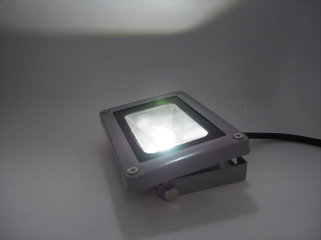 AC85V〜265V 10W 防水LEDライト ※Cold Whiteの写真です。