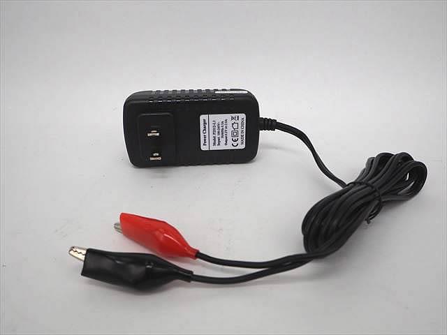 リチウムイオンバッテリー充電器 P2012-LI(4.2V:2A) ※3.6V&3.7V用の写真です。