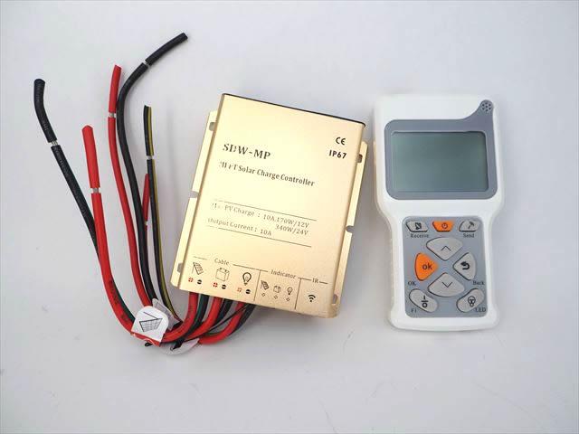 防水MPPTチャージコントローラー SDW-MP-1024(10A)+リモートコントローラー RC-4の写真です。
