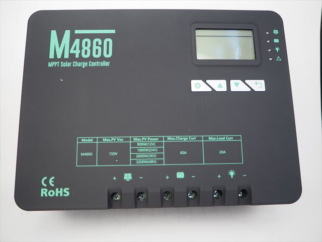 MPPTチャージコントローラー M4860(60A)の写真です。