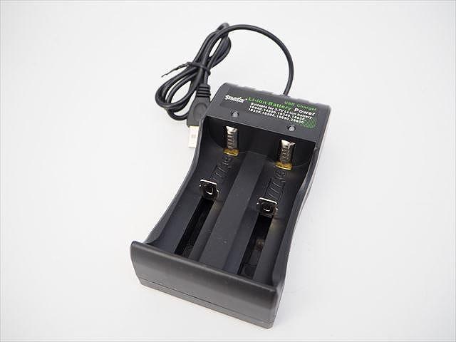 リチウムイオンバッテリー USB充電器 YH-USB-02 ※10440&18650&14500&26650&16650用(DC4.2V出力)の写真です。