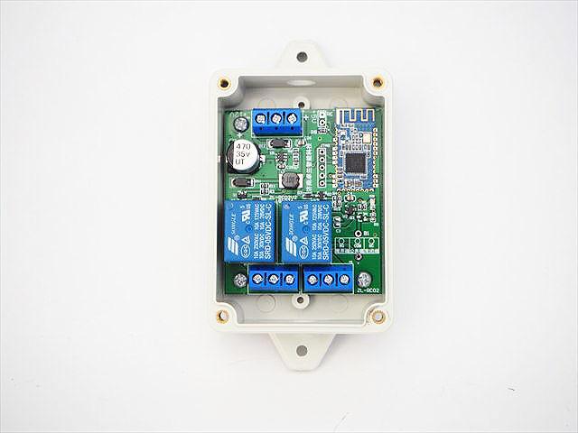DC5V/DC6V〜24V用 Bluetooth スマートスイッチ 2Ch ※マイナス端子共通、ケース付きの写真です。