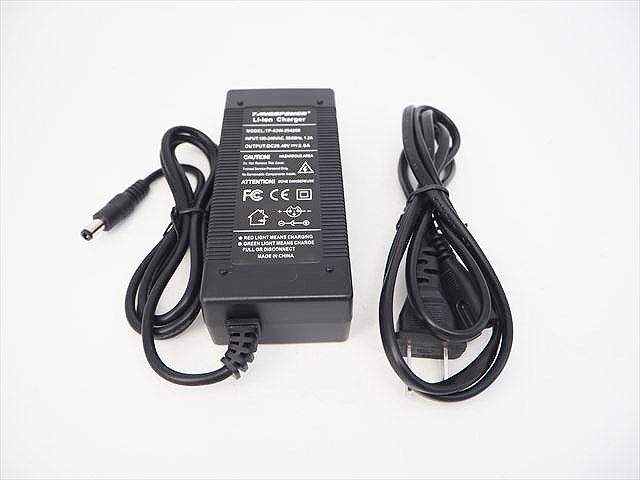 リチウムイオンバッテリー充電器 TP-63W-294200(29.4V:2A) ※DCジャックプラグ出力の写真です。