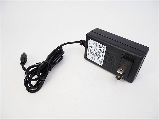 リチウムイオンバッテリー充電器 YSN-16820(16.8V:2A) ※14.4V/14.8V用の写真です。