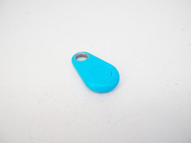 スマートフォン Bluetooth アンチロストデバイス ※青(カラビナリールキーホルダー付き)の写真です。