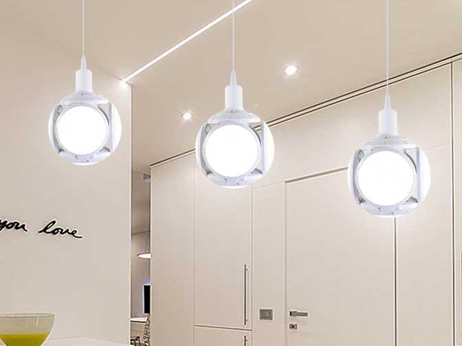AC100V〜240V用 E27 ボール型LEDライト 40W ※Warm White の写真です。