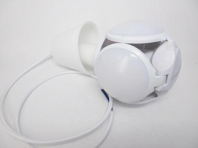 AC100V〜240V用 E27 ボール型LEDライト 40W ※Warm White +吊り下げホルダーセットの写真です。