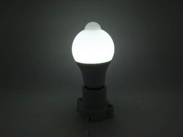 AC85〜265V用 10W モーションセンサー付 LEDバルブライト ※Whiteの写真です。